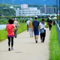 【歩き方重心】歩くと痛い腰と膝!治すために必要なこととは?